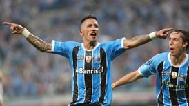 Lucas Barrios, duda para enfrentar a Barcelona SC
