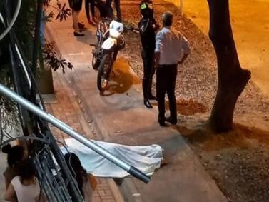 Asesinaron a una mujer delante de su hijo un parque en Sauces 6, en el norte de Guayaquil
